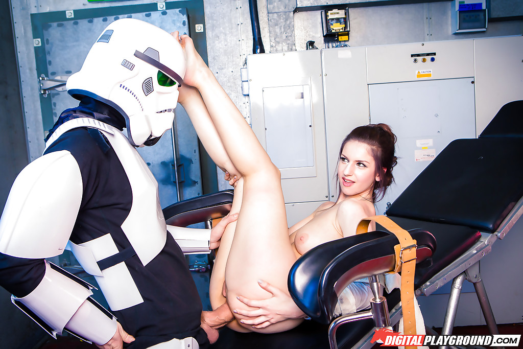Звездные войны: Stella Cox получает большой член в задний проход
