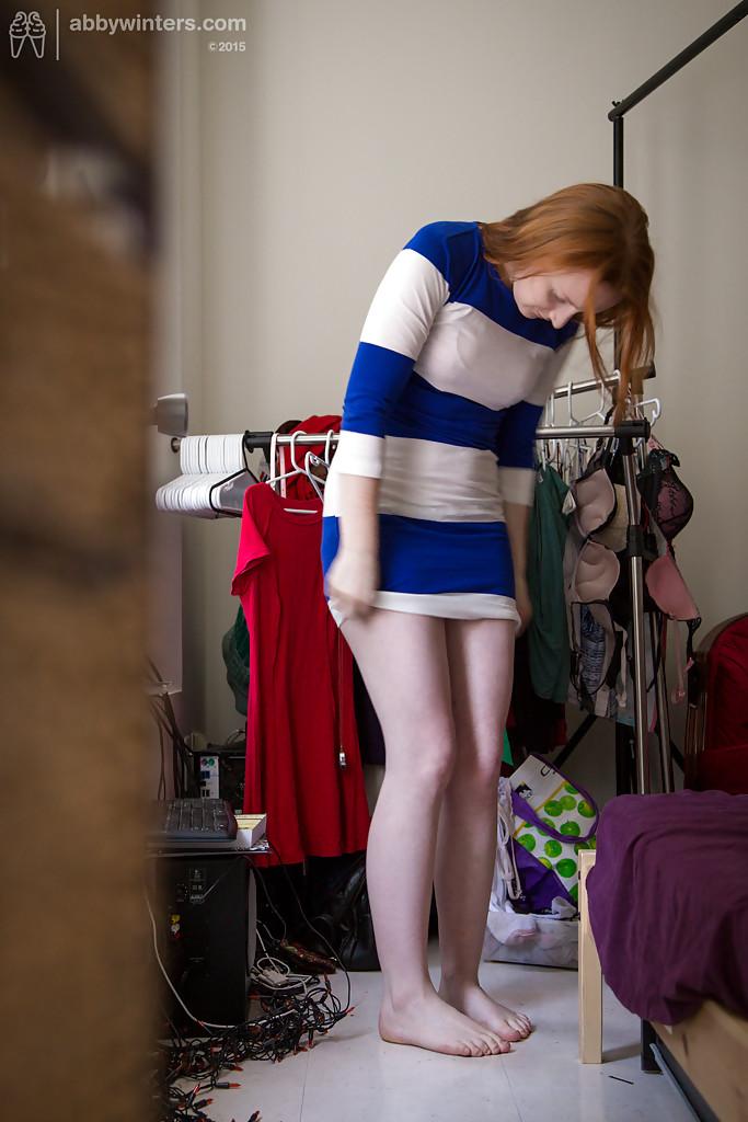Любительские фотографии рыжеволосой потаскухи в нижнем белье