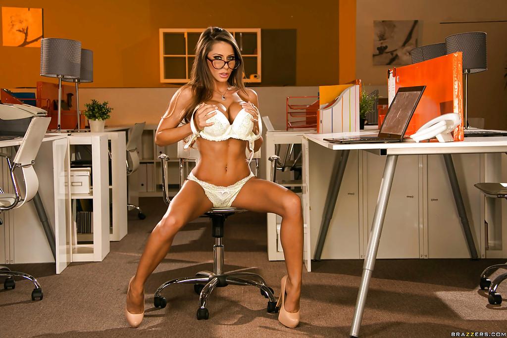 Сногсшибательная преподавательница в шикарном нижнем белье
