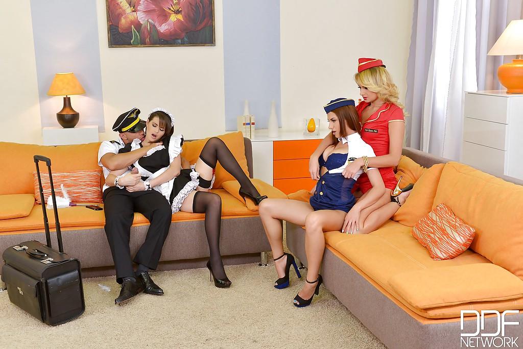 Горячие красотки в униформе доводят до оргазма общего знакомого