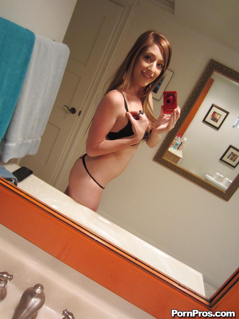 Любительские фотографии молоденькой худенькой красавицы