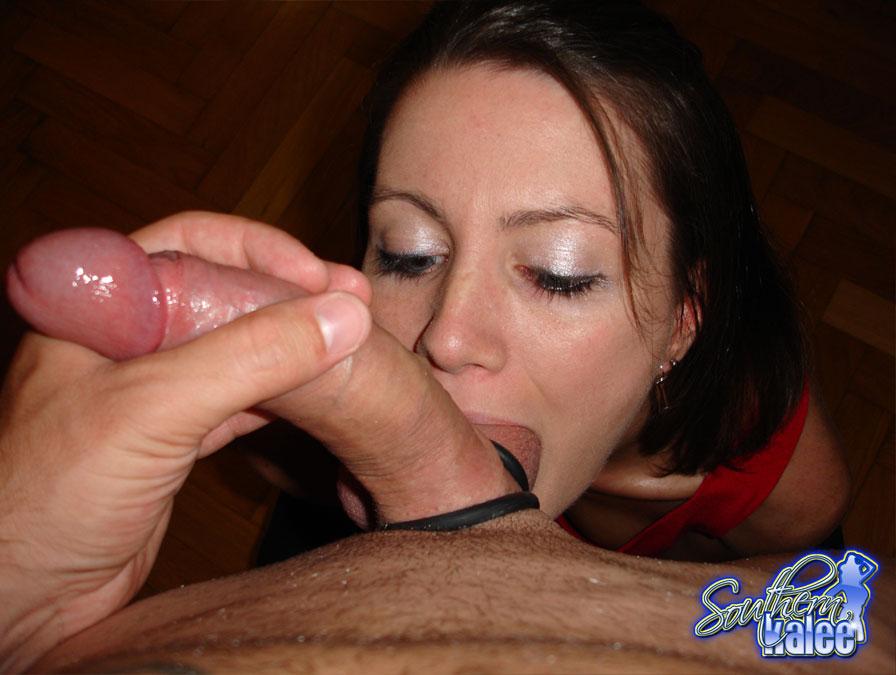 Удовлетворенный парень наполнил спермой рот молодой сосалки