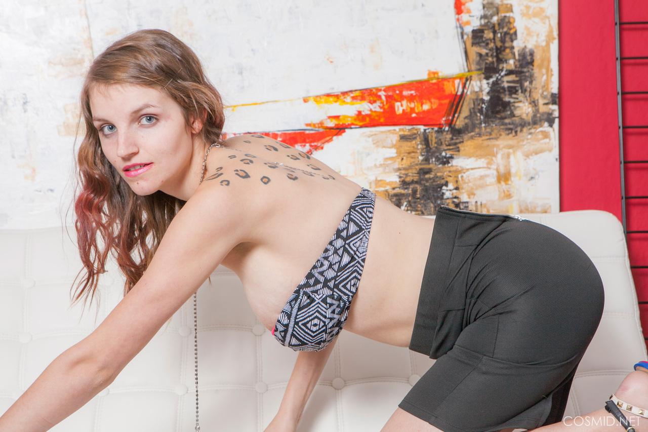 Эротика от девахи с обвисшими сиськами большого размера