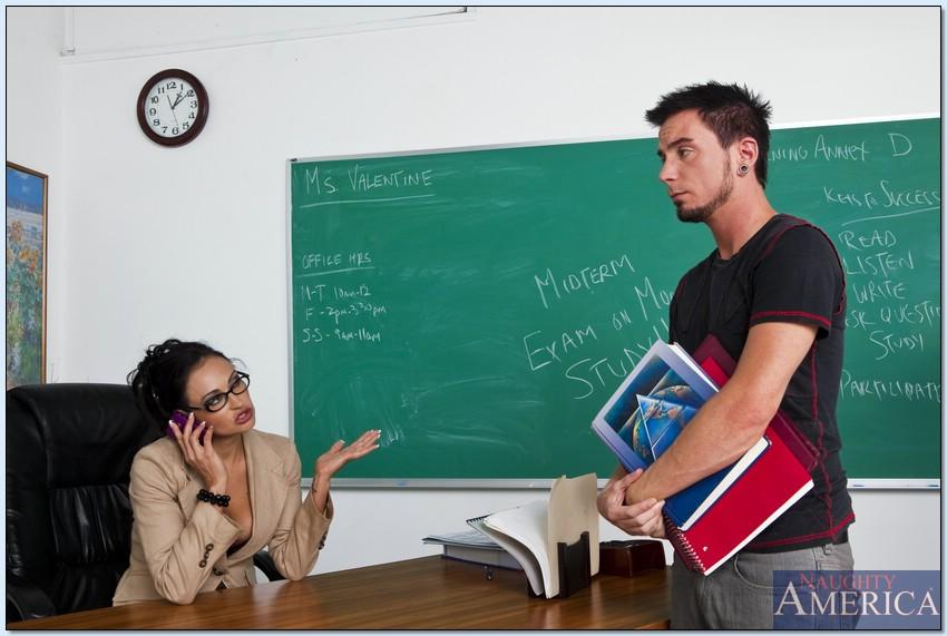 Секс студента-заочника и похотливой преподавательницы в возрасте