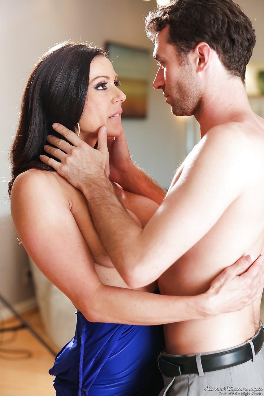 Бабенка Kendra Lust развлекается с темпераментным любовником