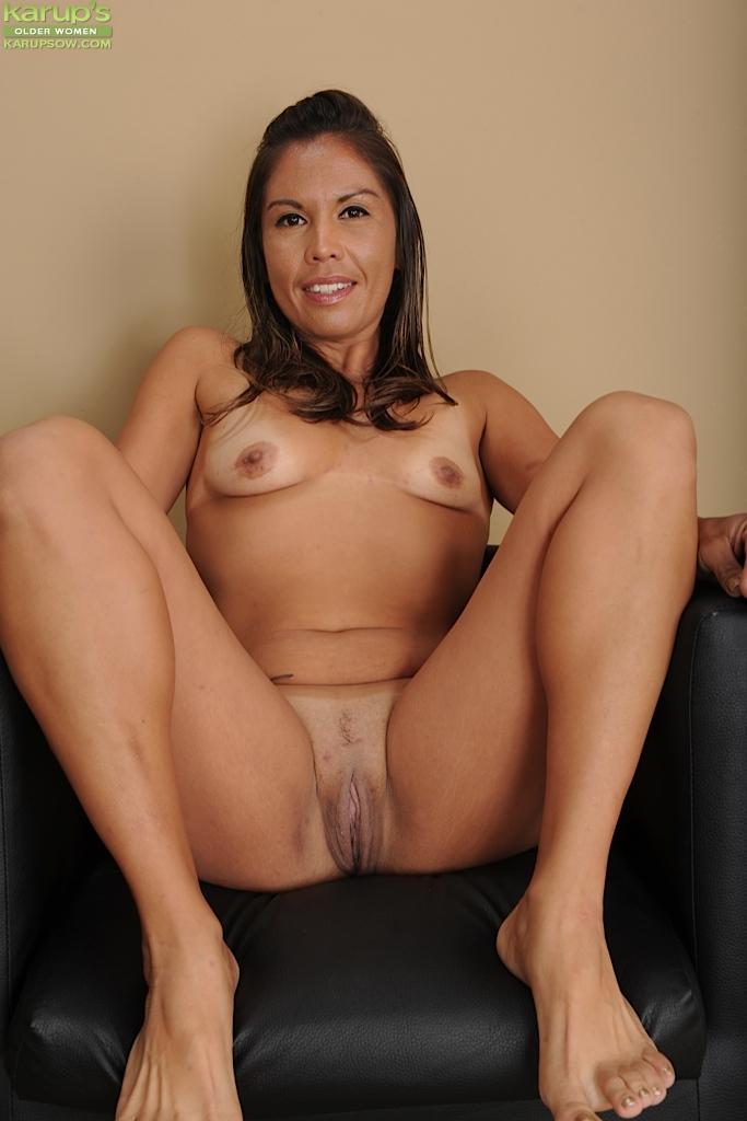 Латинская зрелая женщина не постеснялась продемонстрировать дырки