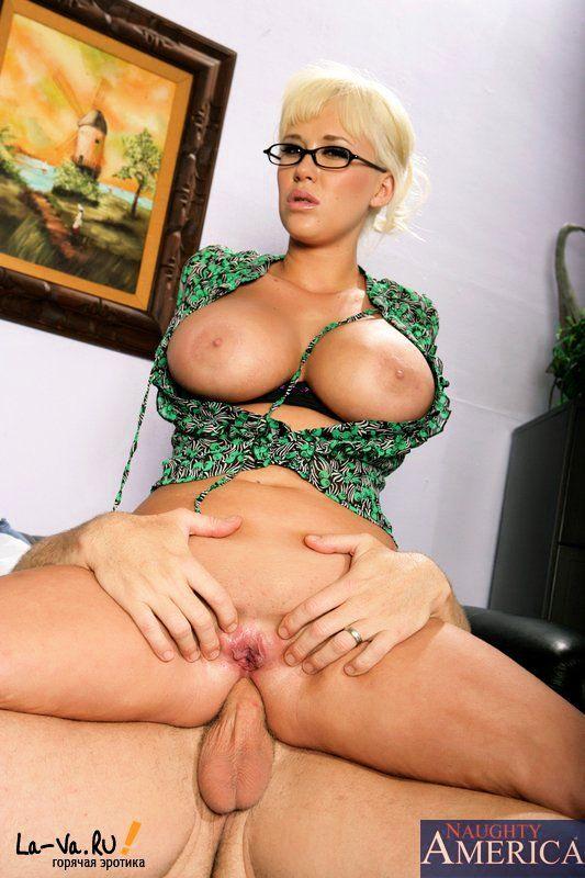 blondinka-v-ochkah-porno