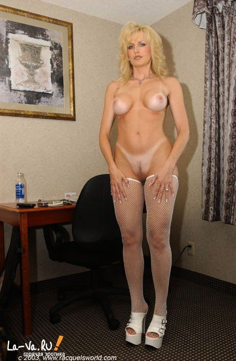 Женщина с очень сексуальным телом - фото #13