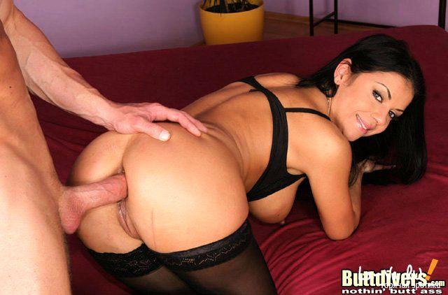 Порно фото анального секса блондинки крупным планом.