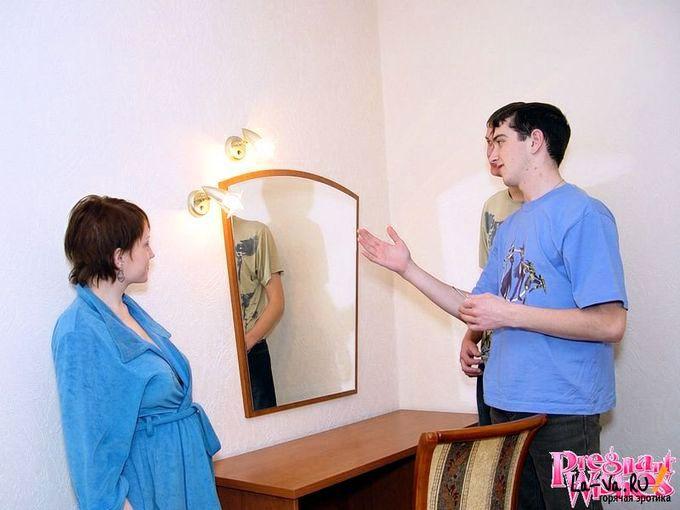 Беременная за оказанную помощь согласилась отсосать - фото #4
