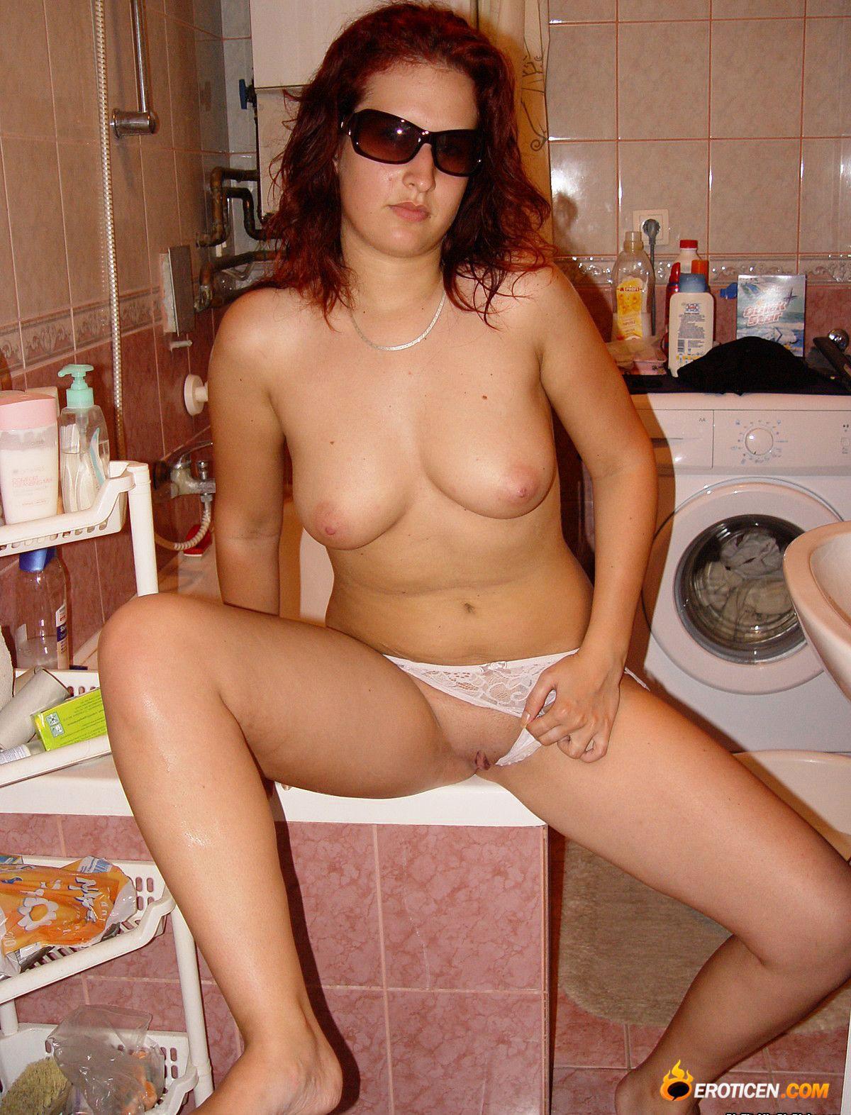 Домашняя эротика с молодой домохозяйкой