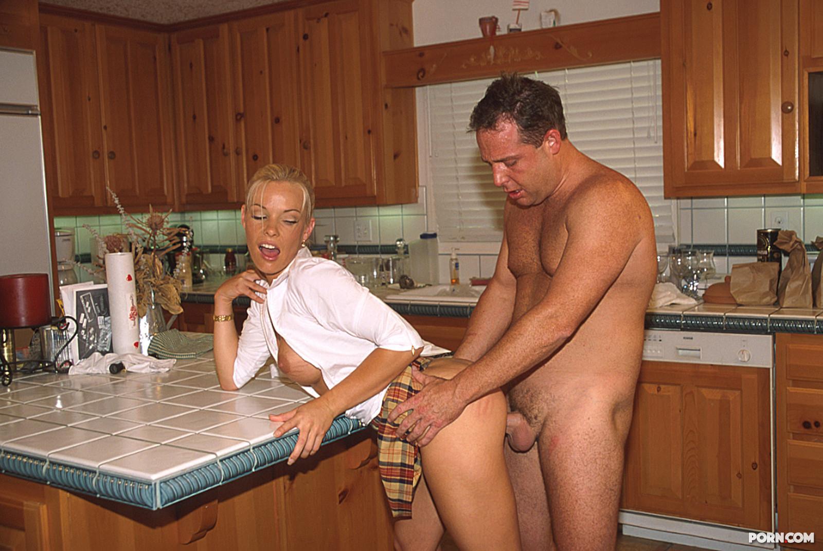 Секс с приемной дочерью 8 фотография