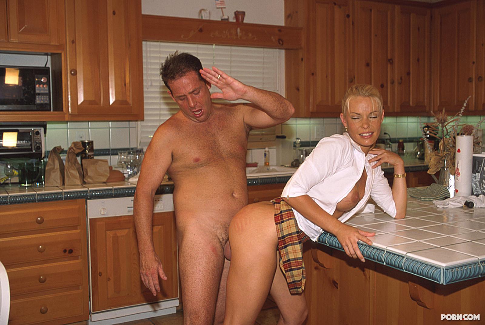 Секс с приемной дочерью 22 фотография
