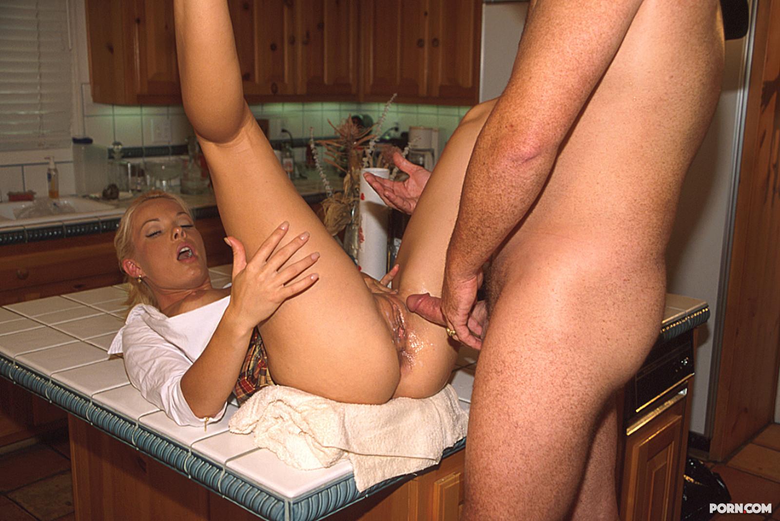 Секс с приемной дочерью 9 фотография