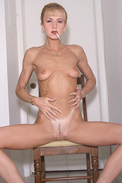 курящая женщина порно ролики