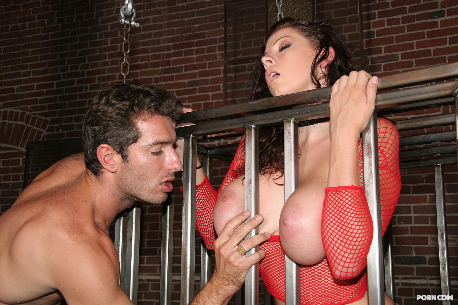 Рабыни ублажают хозяина порно онлайн 21 фотография