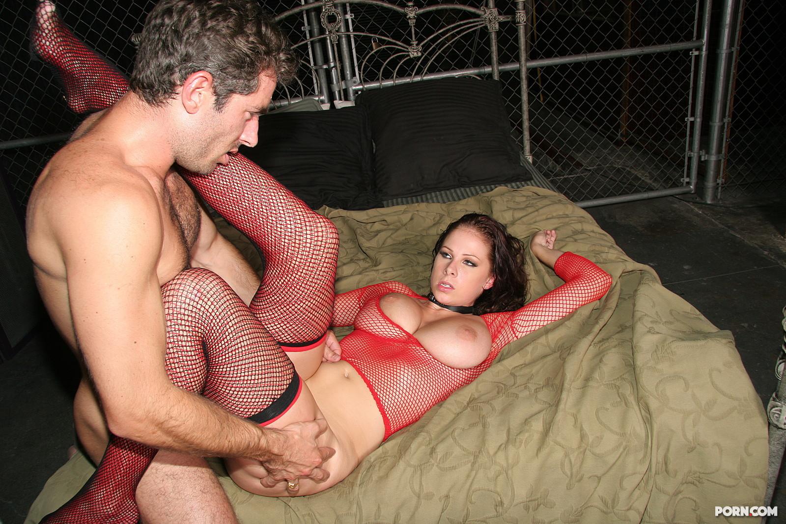 Рабыни ублажают хозяина порно онлайн 9 фотография