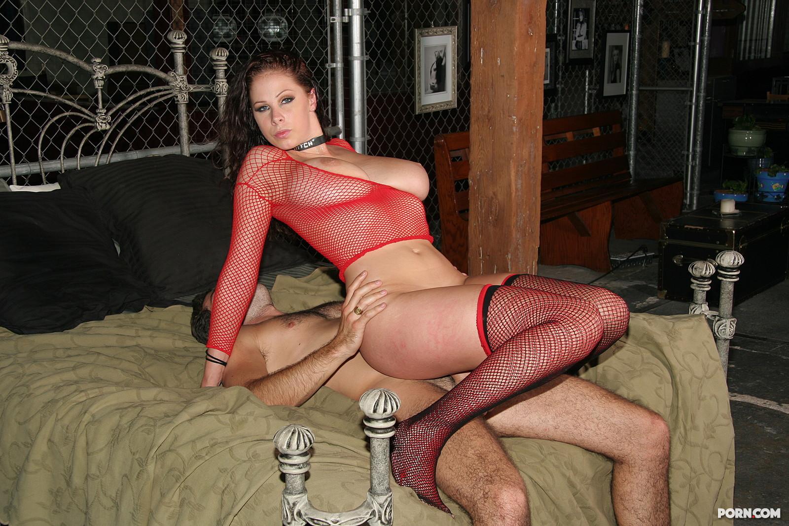 Рабыни ублажают хозяина порно онлайн 5 фотография