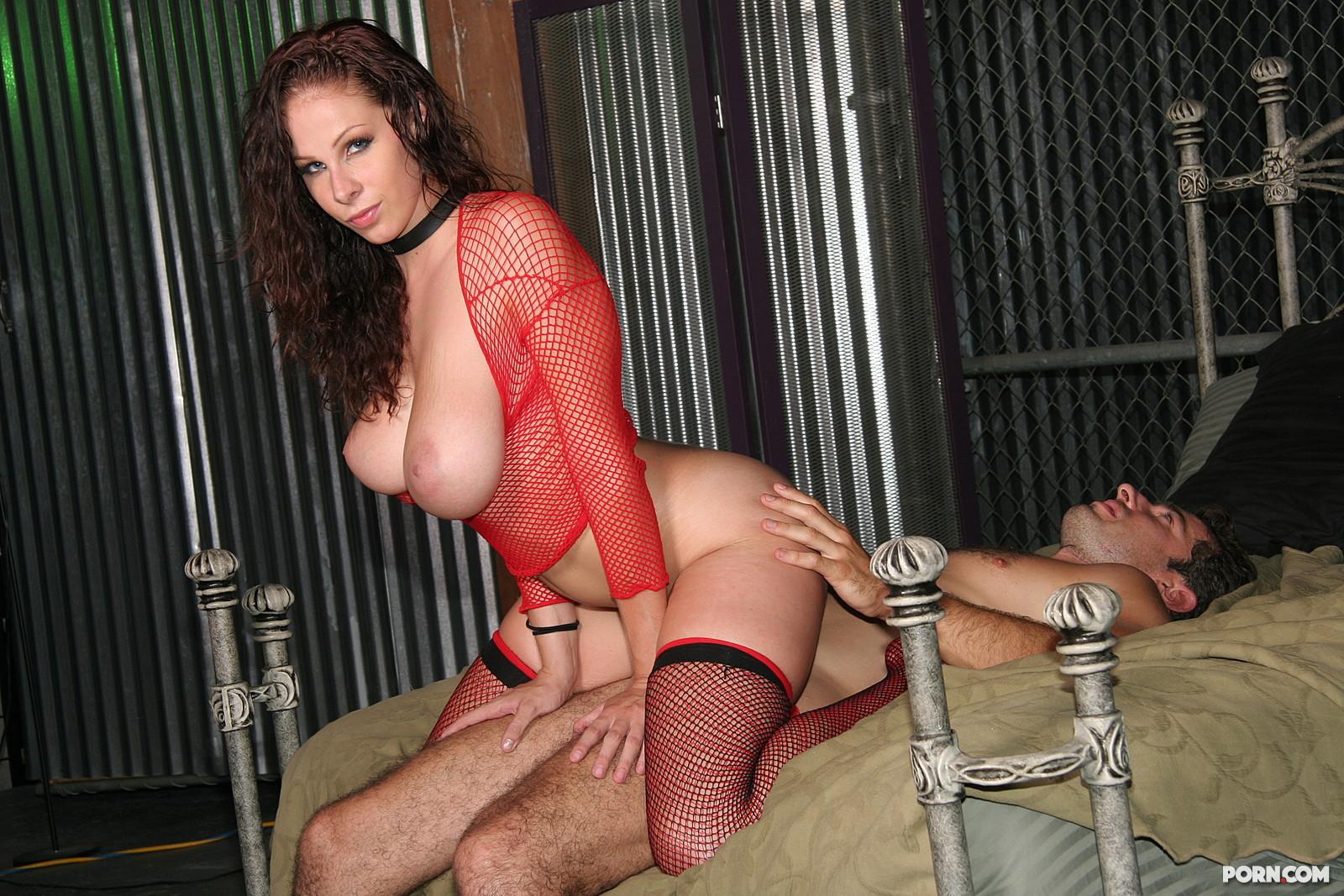 Рабыни ублажают хозяина порно онлайн 20 фотография