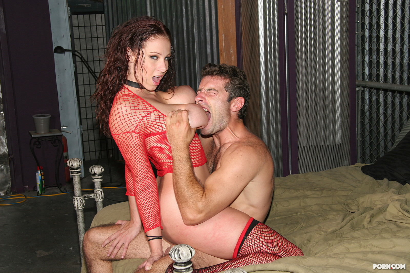 Рабыни ублажают хозяина порно онлайн 3 фотография