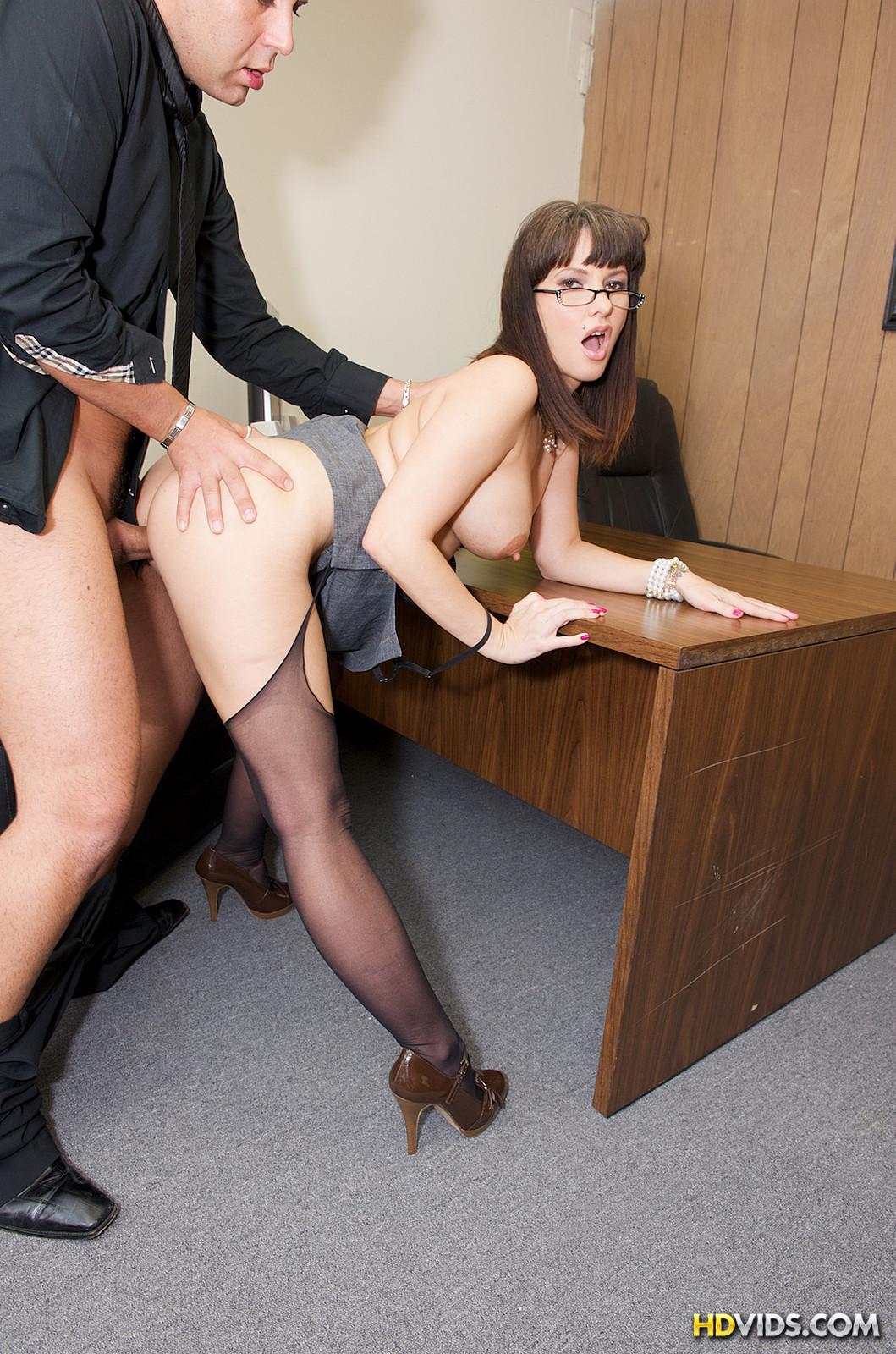 Русская девка устраивается на работу через секс 6 фотография