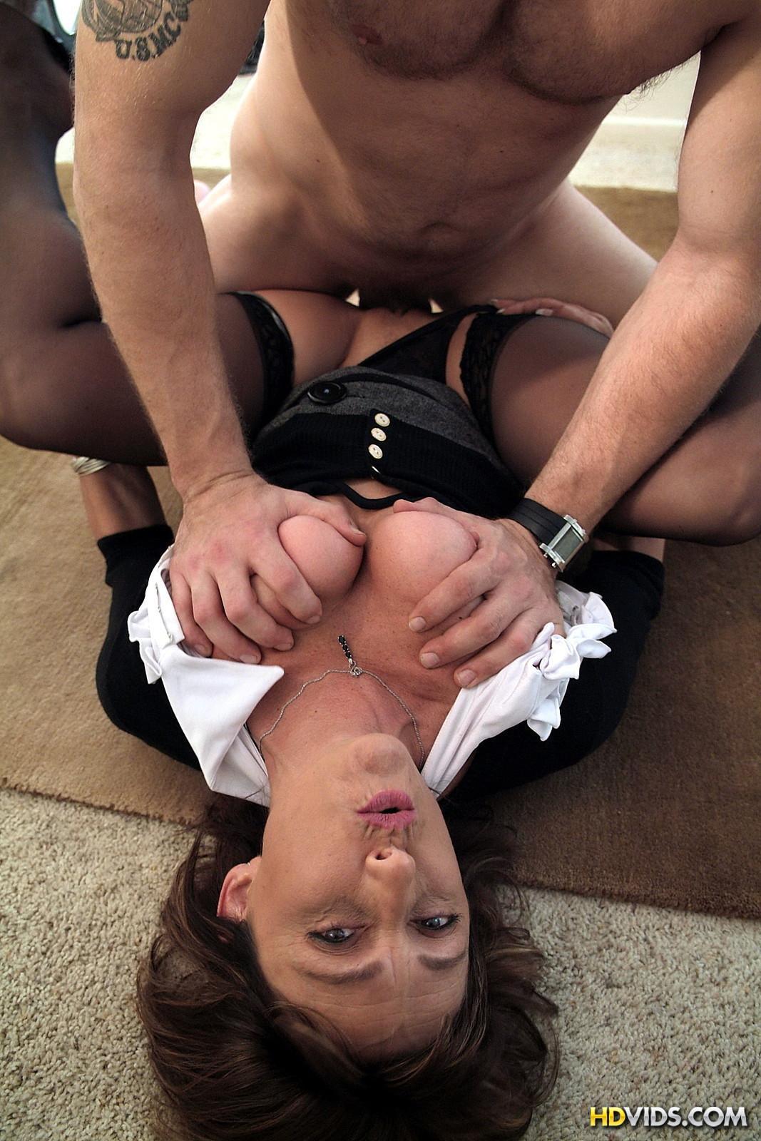 Смотреть порно босс трахнул полненькую сотрудницу 1 фотография