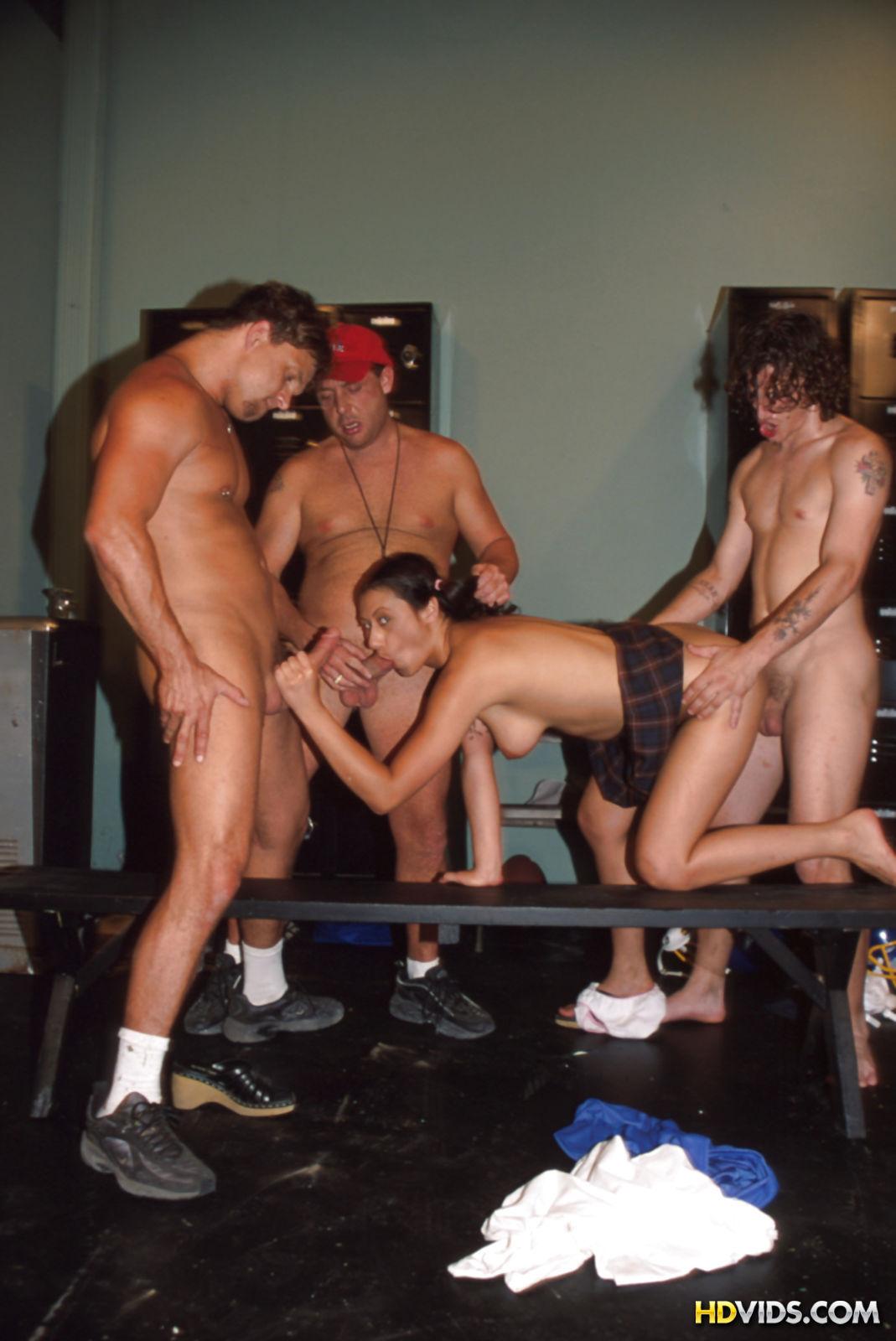Мужики по очереди ебут связанную рабыню