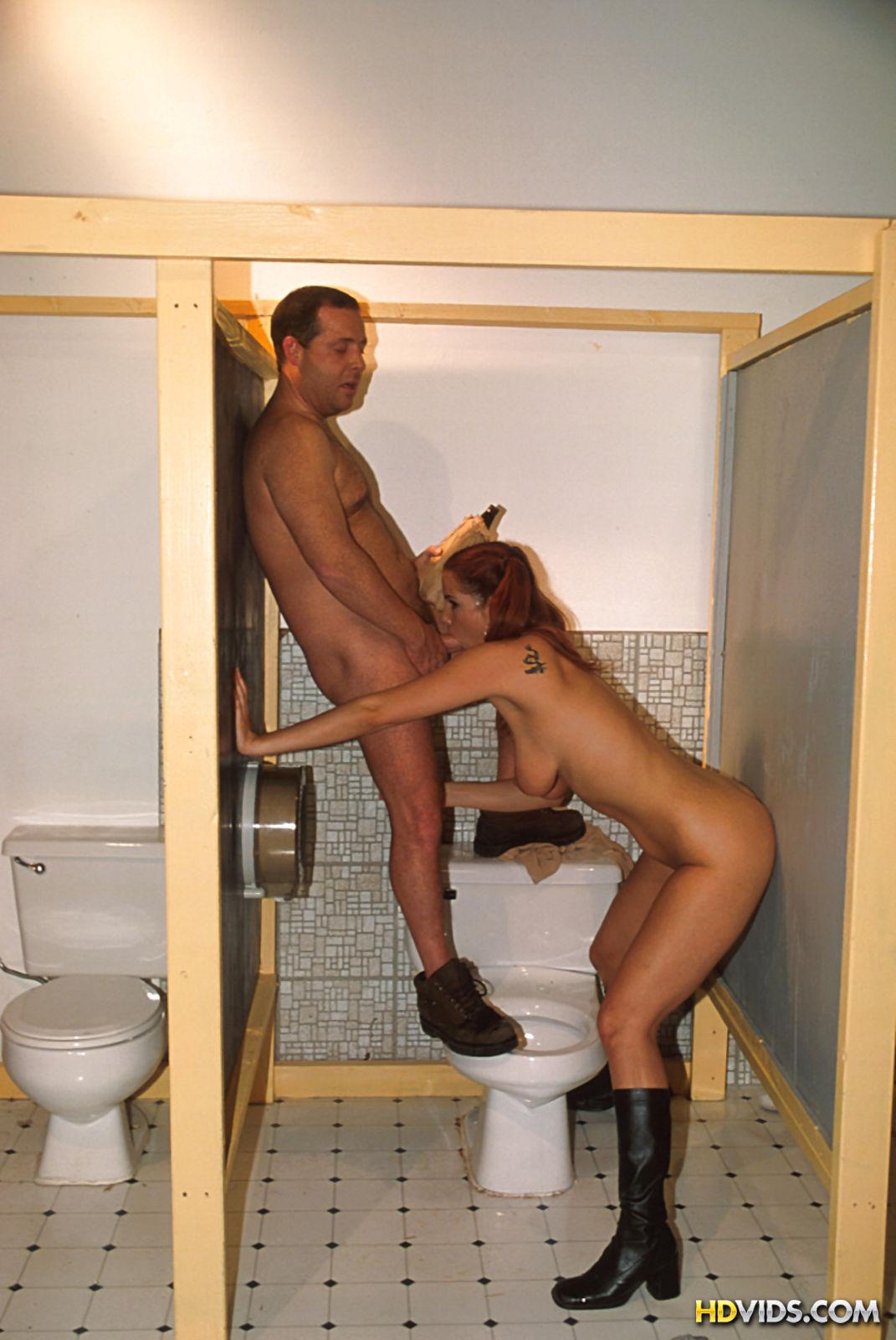 parni-drochat-a-tualete-smotret-video