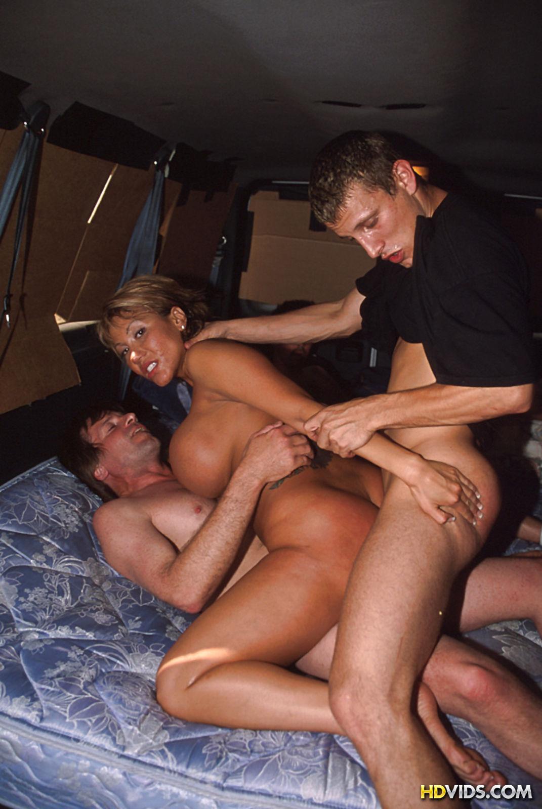 Смотреть порно групповое в деревне 14 фотография