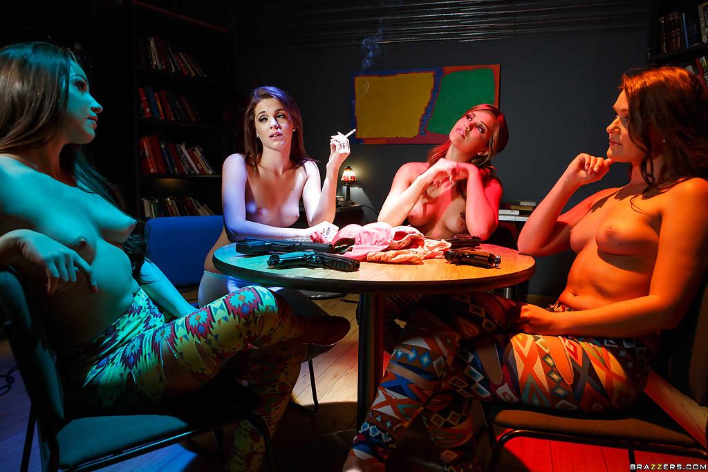 Молоденькие шмары устроили вечеринку друг для дружки